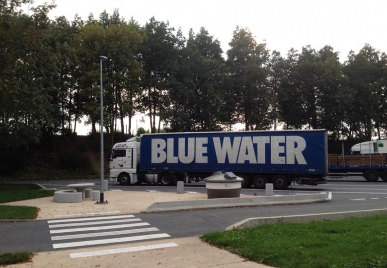 http://www.demitourdefrance.fr/files/gimgs/th-10_blue_water.jpg