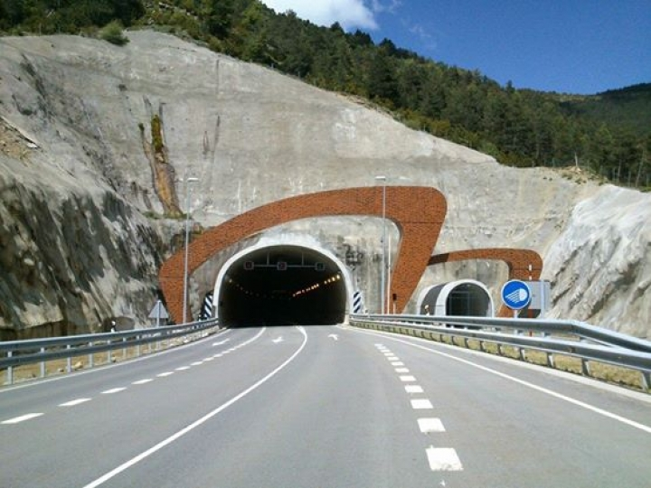 http://www.demitourdefrance.fr/files/gimgs/th-10_tunnel.jpg