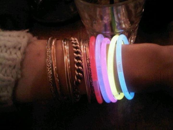 http://www.demitourdefrance.fr/files/gimgs/th-35_bracelet_fluo.jpg