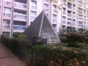 http://www.demitourdefrance.fr/files/gimgs/th-22_Paris_Pyramide.jpg
